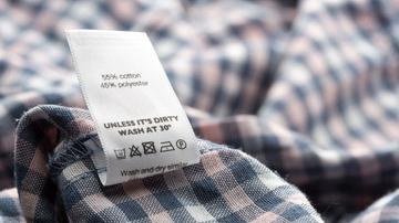Etiquetado en Confección Textil. En Hazlan Irun ofrecemos un servicio personalizado de Etiquetas en Confección Textil para tus prendas.